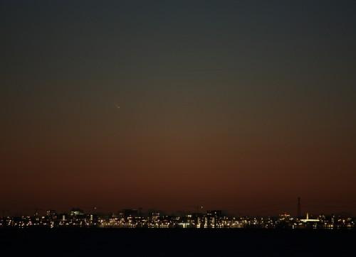 Komeet Pan-STARRS boven Amsterdam